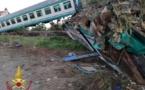 Italie : un train percute un convoi exceptionnel près de Turin