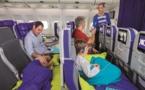Joon transforme les sièges en lit pour les enfants