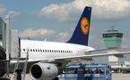 Lufthansa touchée par la crise réduira ses coûts et pourrait même licencier