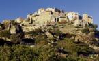 Corse : à Sant'Antonino, la Balagne agricole sur fond de mer scintillante...