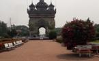 Tour du monde des réceptifs : seule la torpeur trouble l'arc de triomphe de Vientiane, la capitale du Laos