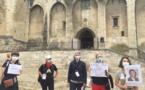 Avignon : les guides-conférenciers manifestent devant le Palais des Papes