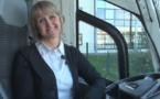 """Conductrice d'autocar : """"Les femmes ont leur place, mais ça restera un métier d'homme"""" (VIDEO)"""