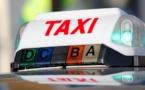 Paris : les taxis bloquent les accès vers les aéroports du Bourget, de Roissy et d'Orly