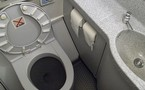 Surbook : un passager JetBlue réduit au siège des toilettes !