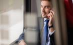 Une nouvelle génération de jeunes voyageurs d'affaires heureux