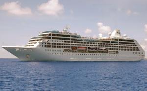 Nice : le Pacific Princess heurte une digue dans le port