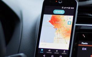 Les chauffeurs de VTC manifestent contre Uber aux abords des aéroports de Roissy et Orly