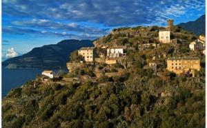 Cap Corse : Nonza, un belvédère sur la Méditerranée