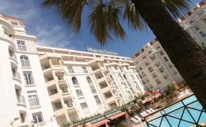 Cannes : le Majestic se dote d'un dôme
