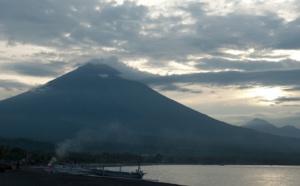A Bali, le Mont Agung menace d'entrer en éruption
