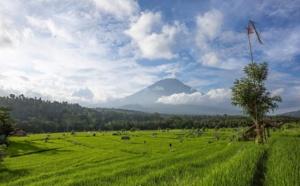 Indonésie : quand le Mont Agung gronde, le tourisme vacille...