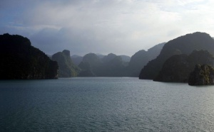 La Baie d'Halong : vendez-la avant que ça ne devienne Palavas-les-Flots !