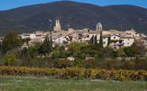 """Provence : Lourmarin, """"capitale"""" touristique du sud Luberon"""