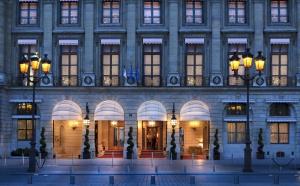 Les palaces parisiens, trophées de millionnaires étrangers
