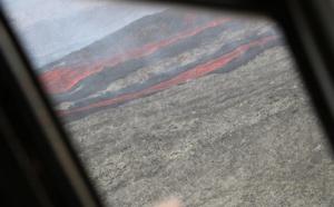 Réunion : le Piton de la Fournaise entre en éruption