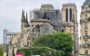 """Incendie Notre-Dame : vive émotion des guides conférenciers, """"Nous sommes effondrés !"""""""