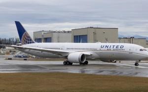 United Airlines positionne son nouveau Boeing 787-10 à Paris