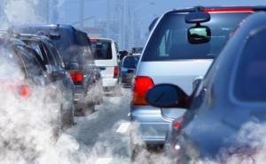 Gaz à effet de serre : le transport aérien, une goutte de kérosène dans un océan de voitures...