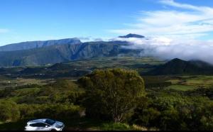 La location de voiture à la Réunion passe à l'électrique avec Exotismes !