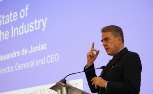 """IATA : Alexandre de Juniac """"agenouillé"""" demande aux clients d'aider les compagnies"""