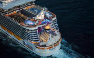Le Symphony of the Seas a quitté le chantier naval STX de Saint-Nazaire le 24 mars 2018. Propriété de Royal Caribbean Cruises Ltd, il mesure 362 mètres de long et 66 mètres de large pour 228 000 tonneaux de jauge brute, vaut un milliard d'euros et peut accueillir plus de 8 000 personnes à son bord, dont 2 200 membres d'équipage - DR