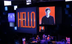 """Vidéo - Futuroscope : 800 agents de voyages inaugurent """"Danse avec les Robots"""""""