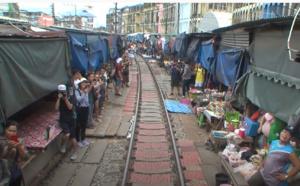 Pays et Marchés du Monde en Thaïlande : Mae Klong, un marché boute-en-train !