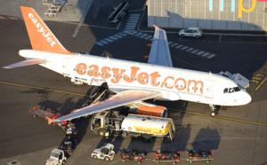 """Agent de piste d'aéroport, l'homme qui parle à l'""""oreille"""" des avions..."""