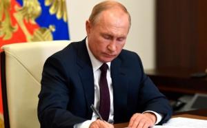Vladimir Poutine a signé aujourd'hui une loi facilitant la délivrance des visas touristiques aux étrangers © Kremlin