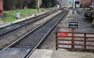 The Campaign for Better Transport (CBT)  demande au gouvernement britannique de favoriser les trajets en train au lieu des vols domestiques en avion - Depositphotos.com Auteur luissantos84