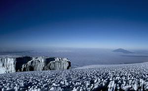 Réveillons insolites : fêter le Nouvel An au sommet du Kilimandjaro