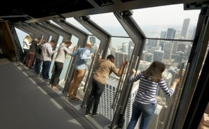 TILT : découvrir Chicago penché à 30° à 344 mètres du sol