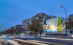 Neuilly : Go Voyages et Air Europa installent une publicité de 270 m² sur l'avenue Charles de Gaulle