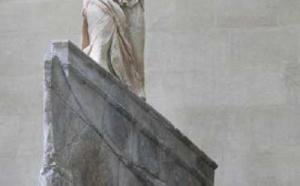 Paris : le Louvre propose une exposition sur la Victoire de Samothrace