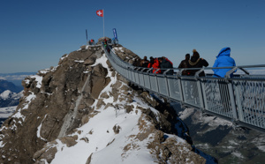 Suisse : J'ai testé... le Peak Walk, la seule passerelle au monde qui relie deux sommets