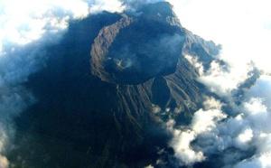 Indonésie : le trafic aérien paralysé par une éruption volcanique