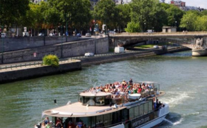Réservé aux groupes : Vedettes de Paris fait découvrir la capitale en bateau, à pied ou en 2 CV !