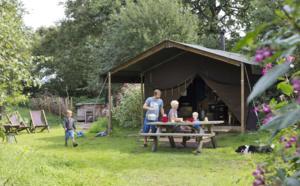 """Un Lit au Pré : le """"camping version glamour"""" plante sa tente en France !"""