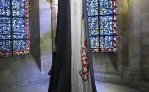 """Les """"Grandes robes royales"""" à la basilique de Saint-Denis jusqu'au 10 juin 2016"""
