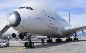 L'airbus A380 atterrit à Nice Côte d'Azur
