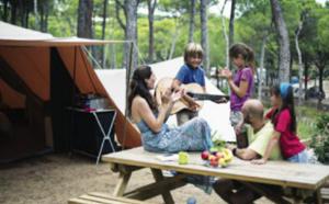 Camping : les campeurs préfèrent partir en famille, à la mer et dormir en mobil-home