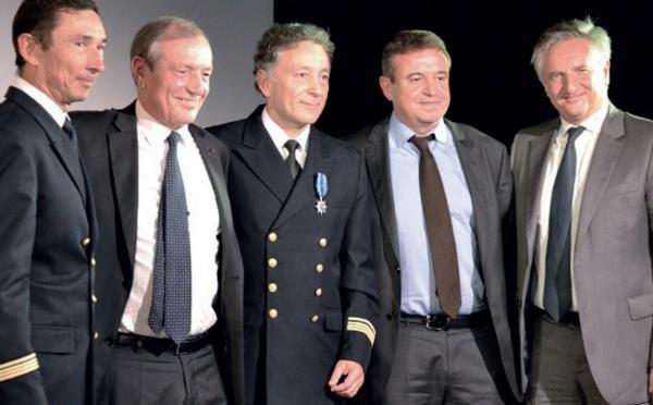 Ponant : le commandant E. Garcia reçoit la Médaille du Mérite Maritime