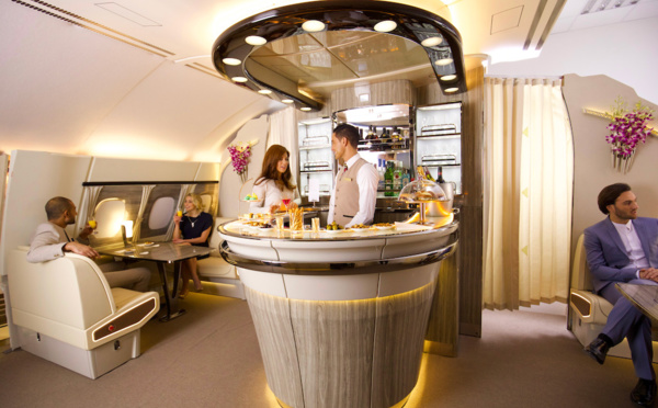 Emirates : le bar-lounge revisité de l'A380 Emirates, redécolle