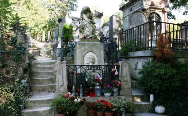 La case de l'Oncle Dom : Paris, la fête au cimetière selon notre Maire… qui ira aux cieux !