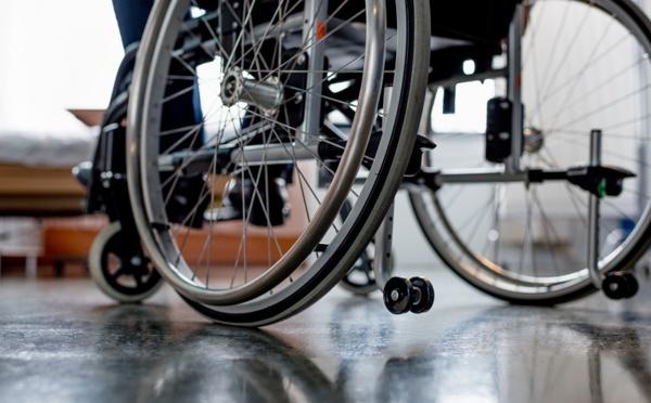 Une AGV ou une compagnie aérienne peuvent-elles refuser d'embarquer une personne handicapée ?