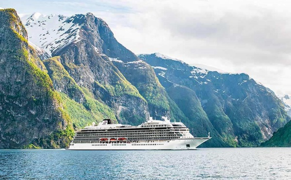 Norvège : le Viking Sky regagne un port refuge