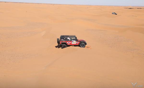 Maroc : Mourad Majoul et Armelle Medard Lang au départ du Gazelles & Men Rally