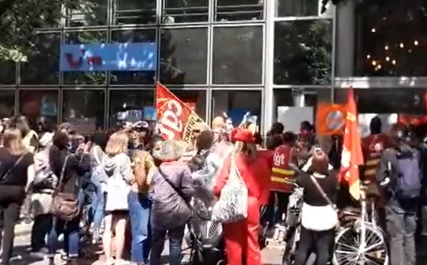 TUI France : les salariés mobilisés contre le PSE sont dans la rue ! (vidéo)