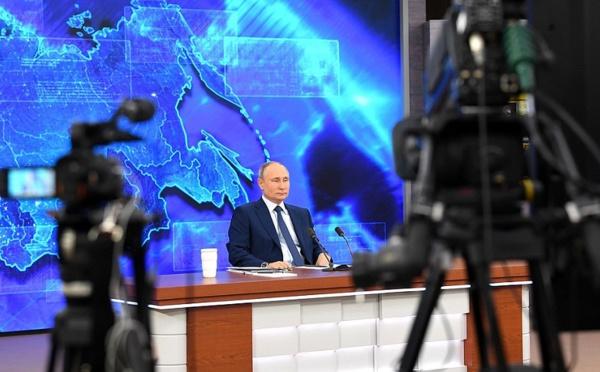 Russie: Vladimir Poutine lie l'ouverture des frontières à la situation sanitaire